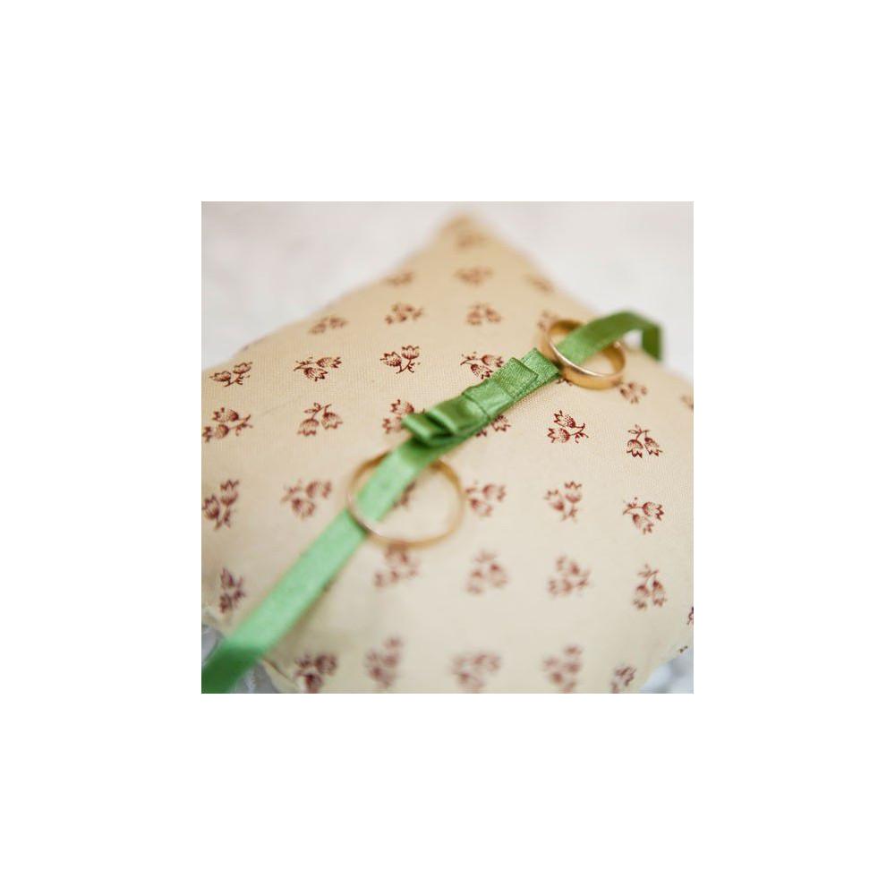 Подушечка для колец в цветочек и с бантиком