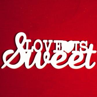 """Слово """"Love is sweet"""" с сердечком"""