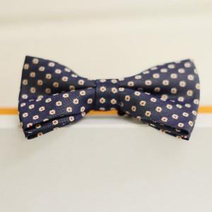 Синяя бабочка галстук в цветочек