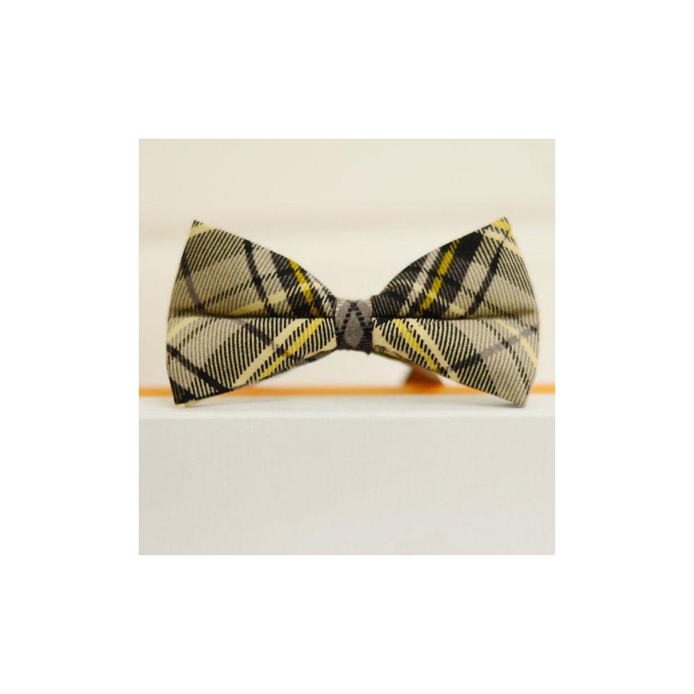 Коричневая галстук бабочка с желтой полоской