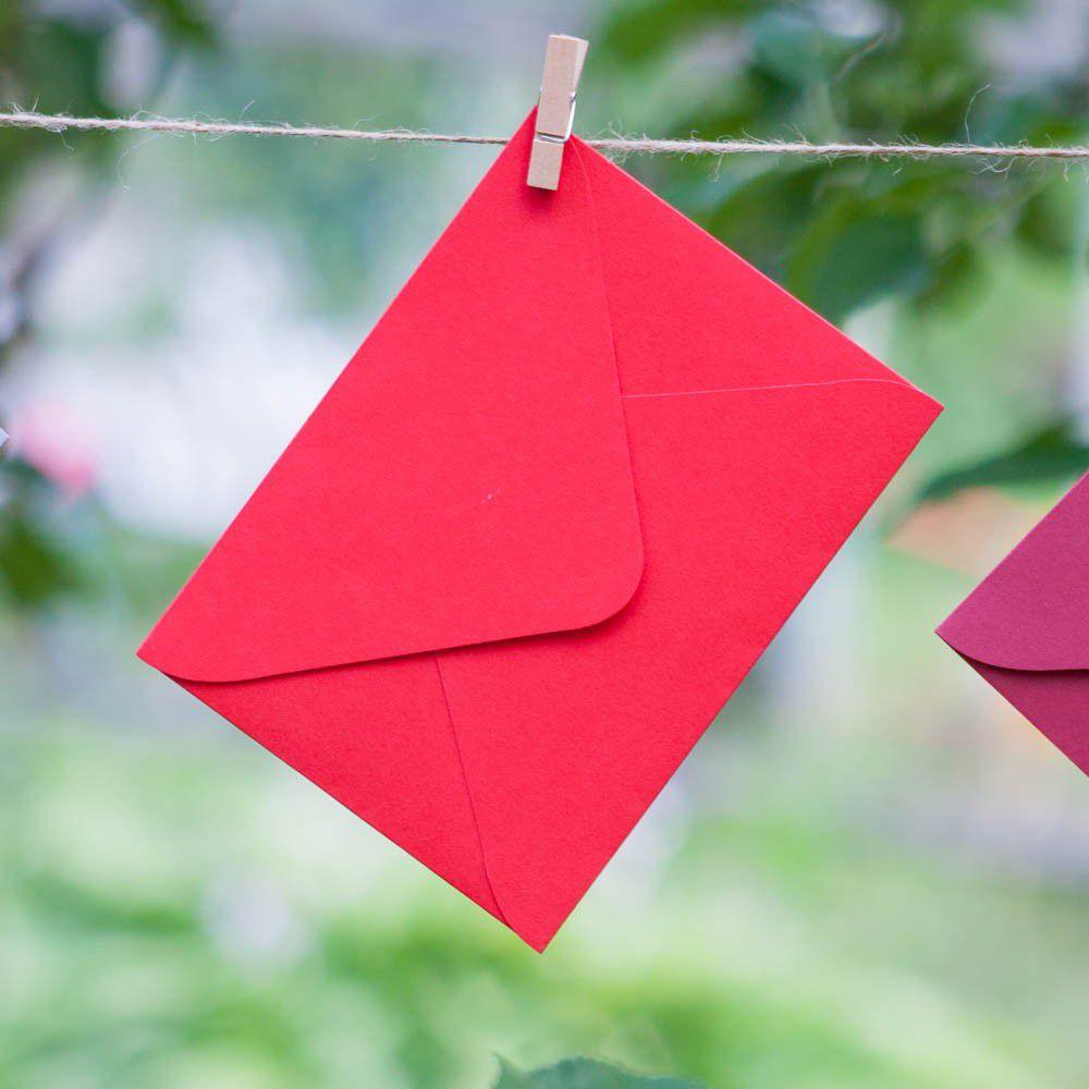 Алый - конверт для приглашения