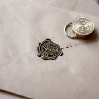 Сургучная печать с вашими инициалами