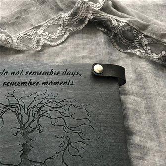 Двое - Деревянный свадебный фотоальбом