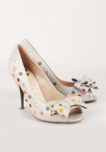бежевые туфли moschino