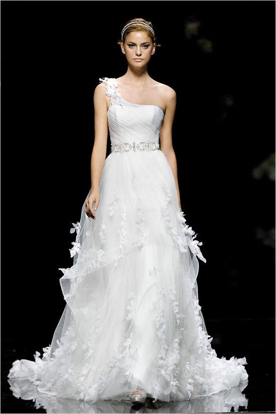 свадебные платья коллекция pronovias