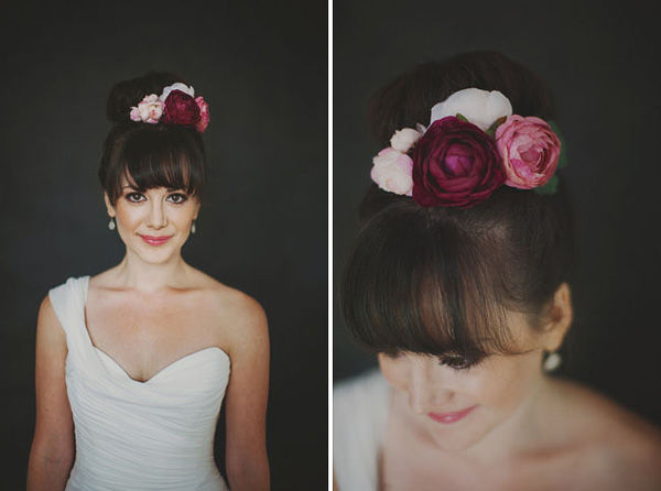 свадебная прическа с живыми цветами