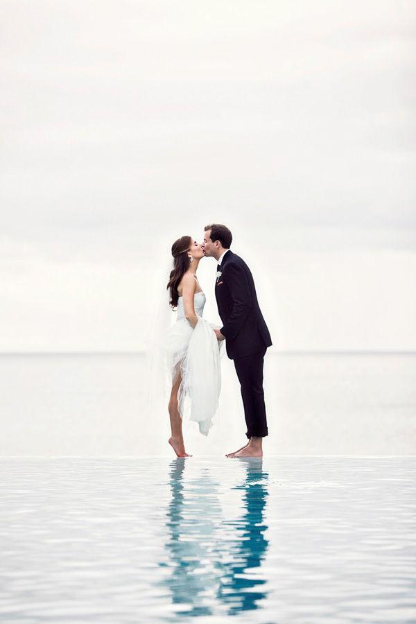 свадебное фото на воде