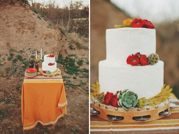 свадебный торт с красными элементами