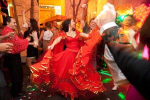 прикольные танцы на свадьбе