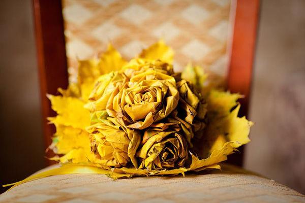 букет невесты из листьев