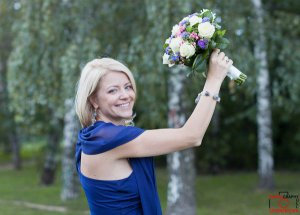 образ невесты в синем платье