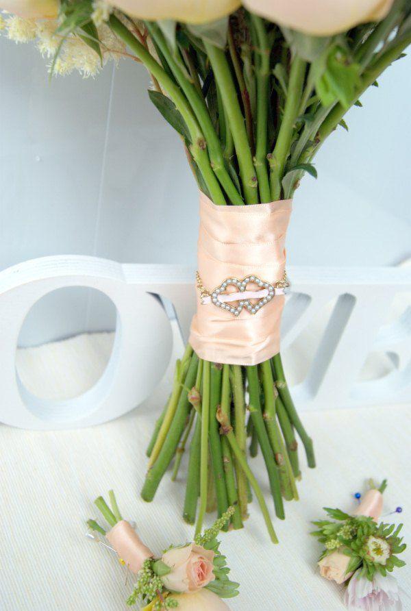 букет невесты и бутоньерки