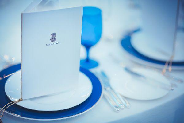 сервировка свадебного стола в синем цвете