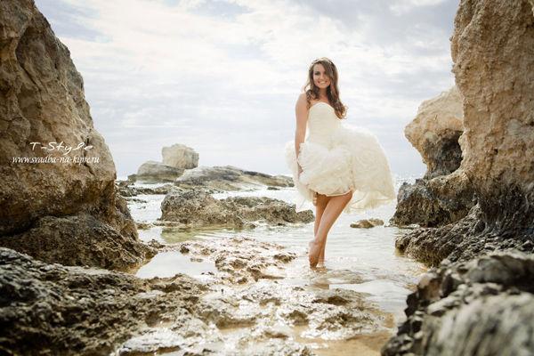 образ невесты на берегу моря
