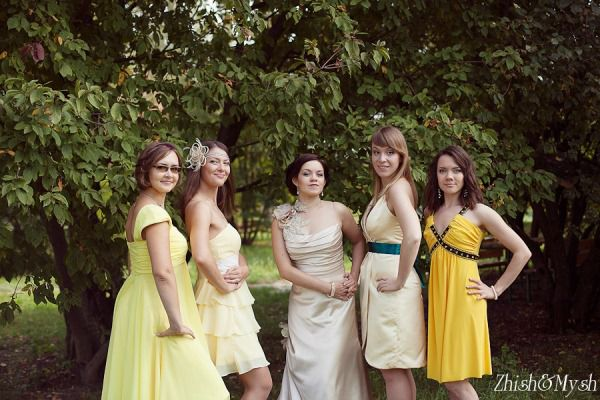 подружки невесты желтая свадьба