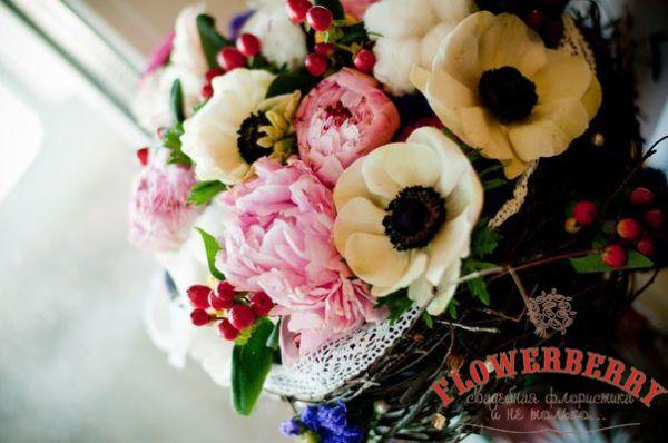 букет невесты с пионами и хлопком