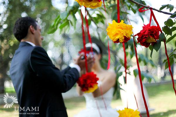 декор свадьбы в красном и желтом