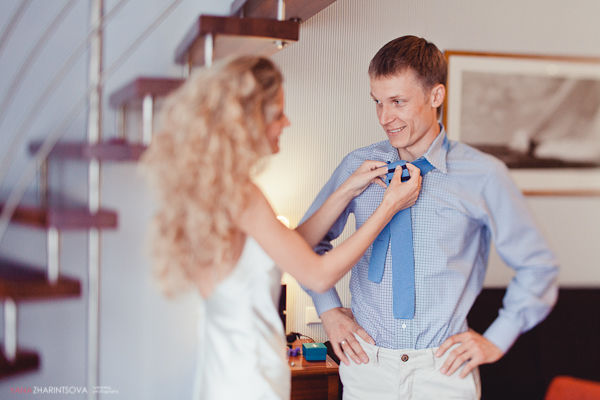 синий галстук у жениха