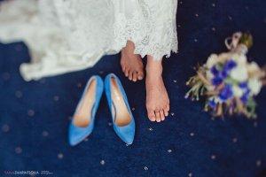 синие свадебные туфли