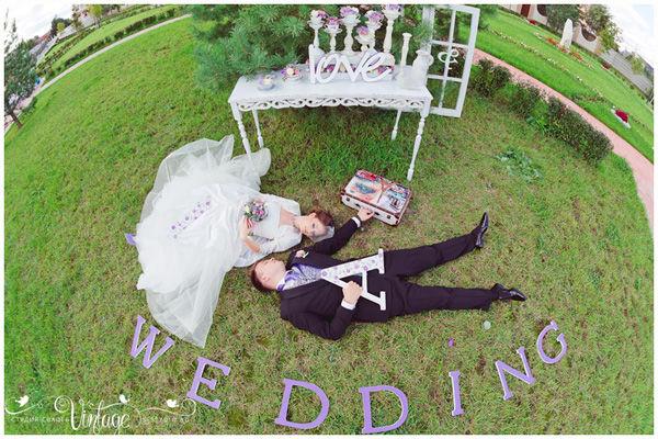 фиолетовая свадьба летом