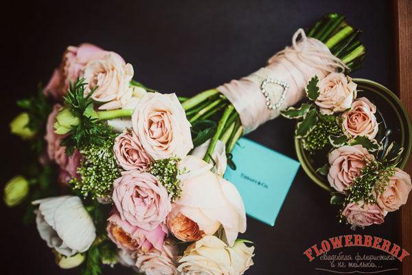 розы в букете невесты