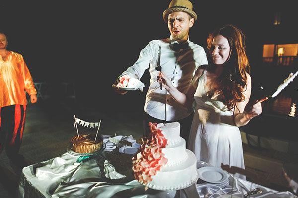 свадебный торт белый с оранжевым