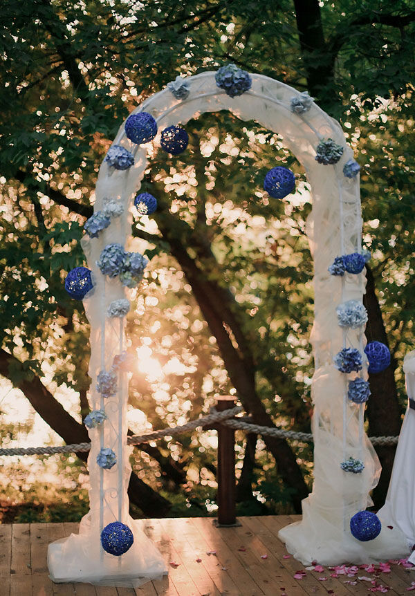 оформление свадьбы в бело синем цвете