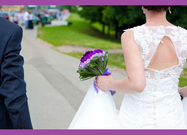 букет невесты в фиолетовом цвете
