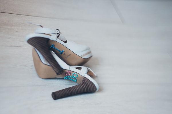 свадебные туфли с надписью