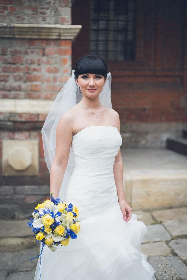 букет невесты желто синий