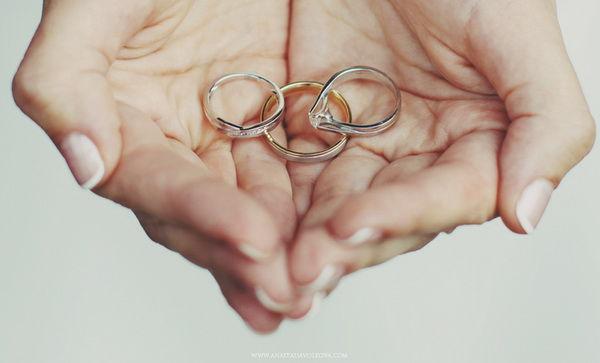 обручальные колечки на свадьбе