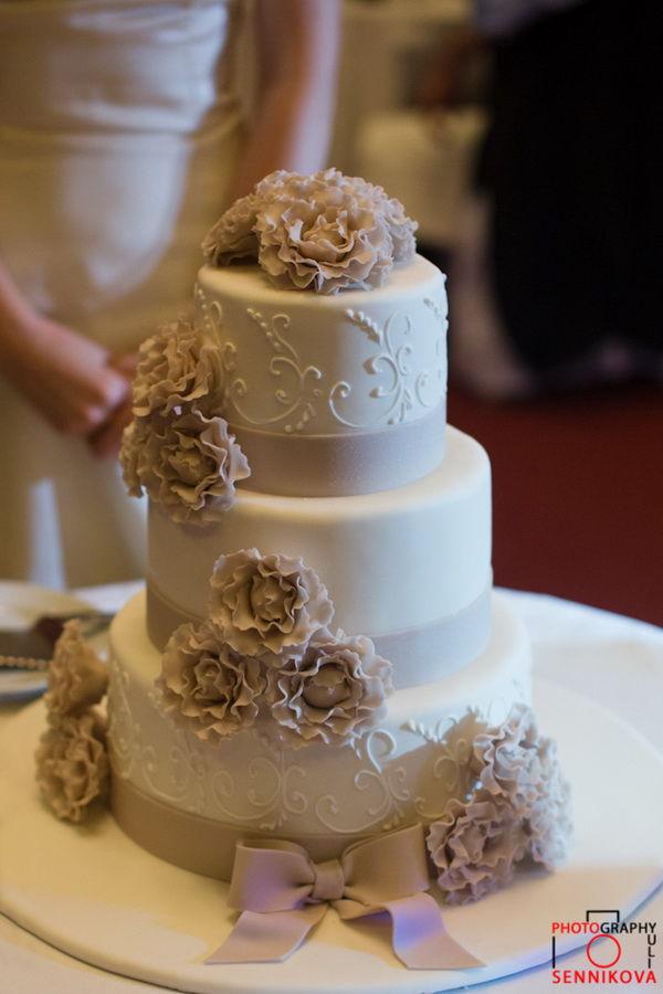 бежевый свадебный торт