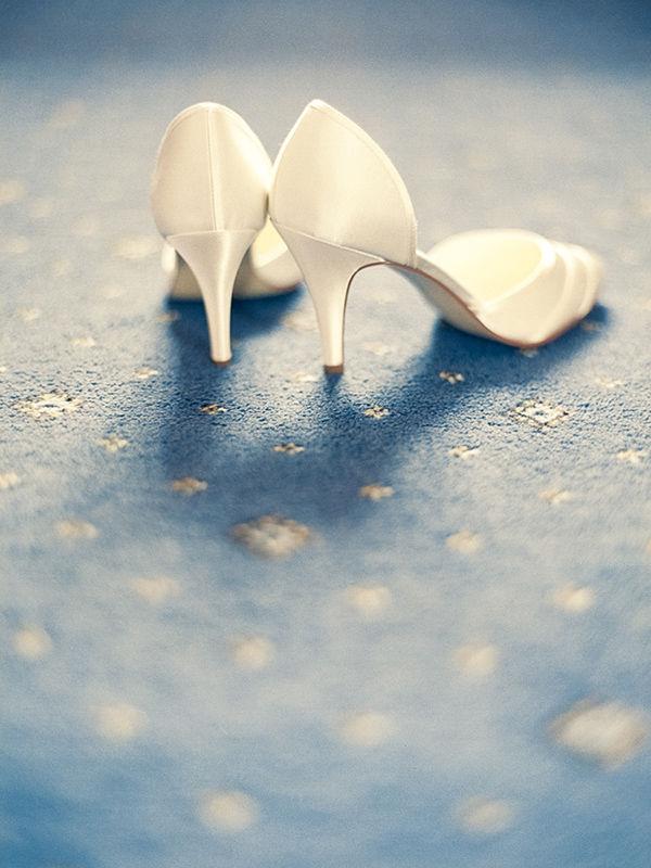 кремовые свадебные туфли