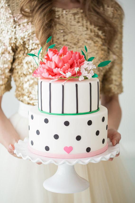 свадебный торт в розовой, черной и белой гамме