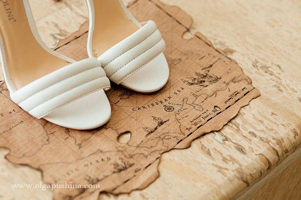 белые босоножки на свадьбе