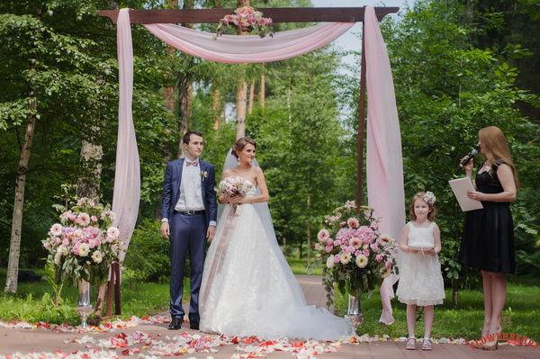 пионовая свадьба оформление