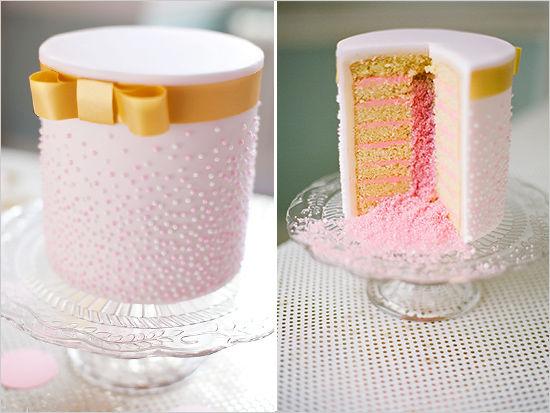 розовый торт на свадьбе