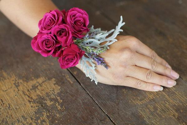 цветочные браслеты подружкам невесты