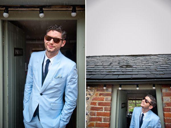 голубой костюм на свадьбе