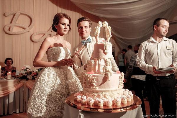 свадебный торт в классическом стиле