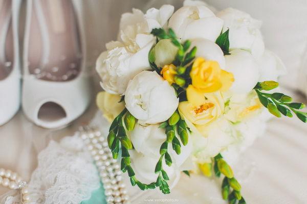букет невесты в желтом и зеленом цвете