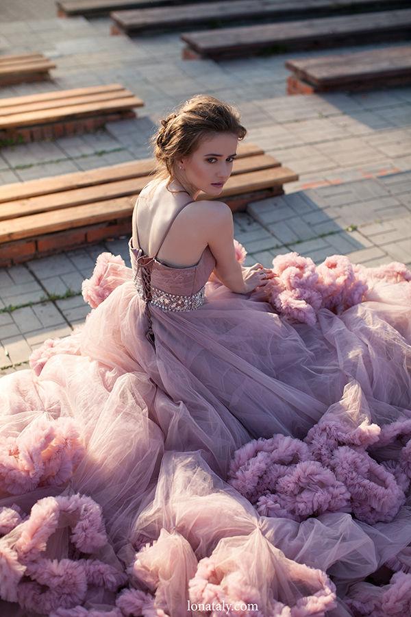 невесты в розовом платье