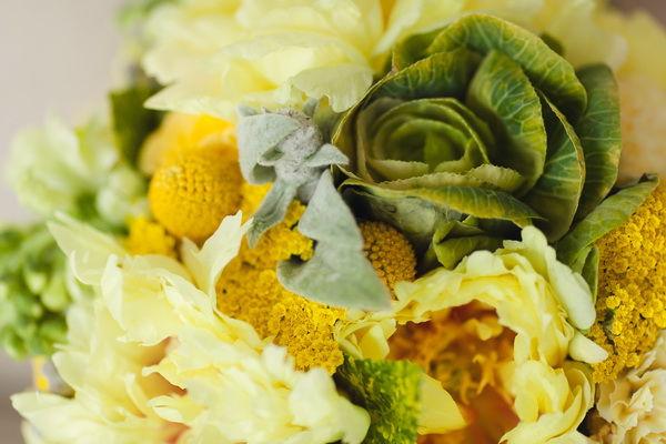 желтый букет цветов