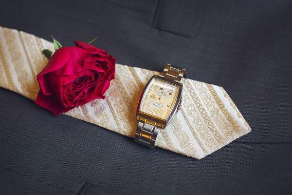 галстук на свадьбе