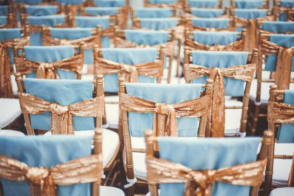 оформление стульев на свадьбе