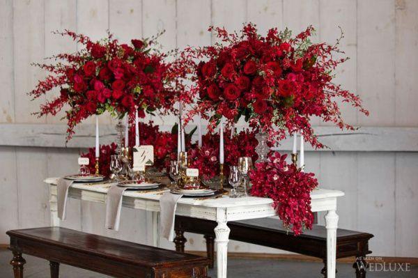красные розы на свадьбе