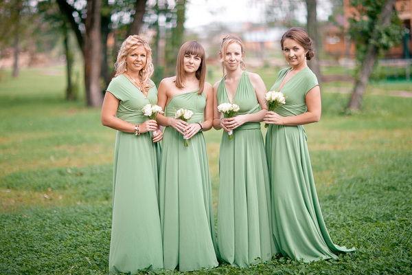 подружки невесты в зеленых платьях