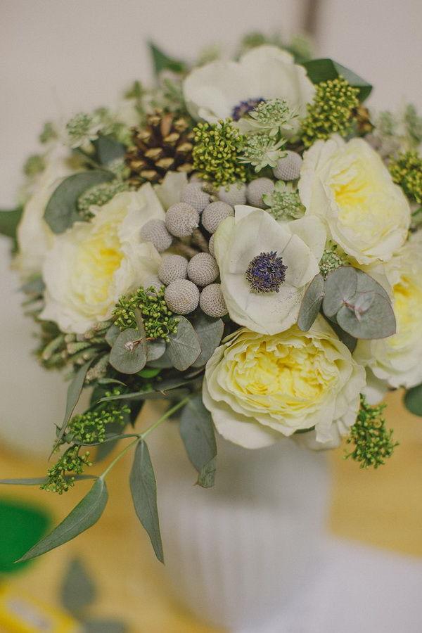 букет невесты с анемонами