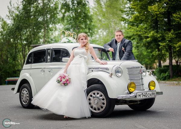 ретро автомобиль на свадьбе