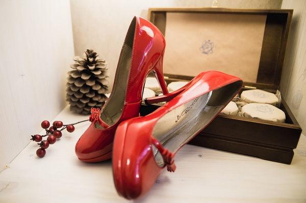 красные туфли на свадьбе